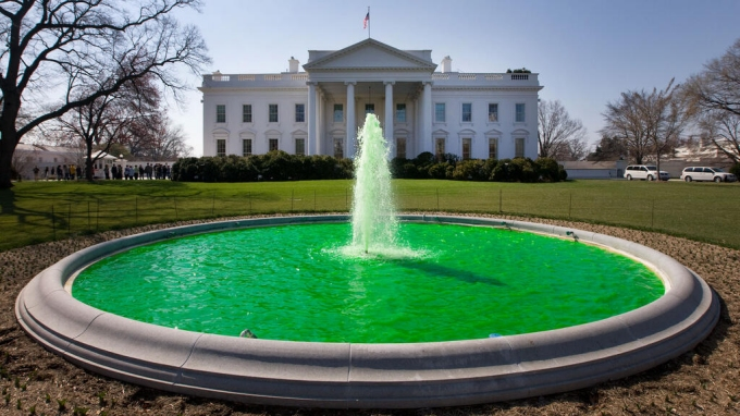 white house green fountain