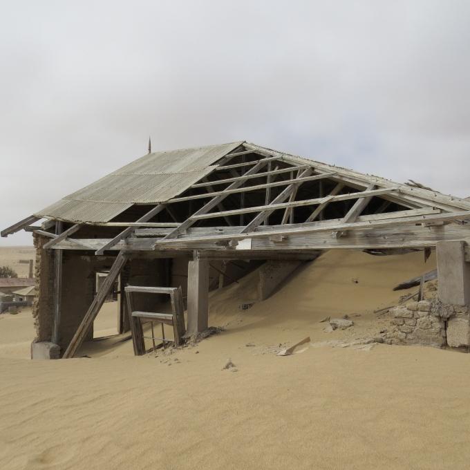 kolmanskop ghost town luderitz namibia