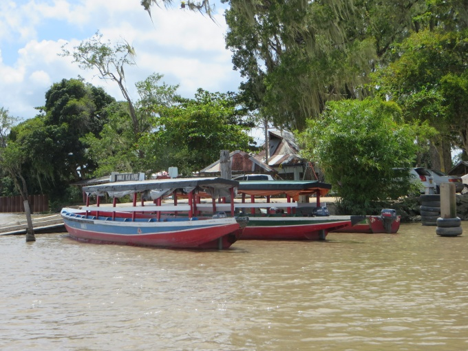 suriname river taxi stand