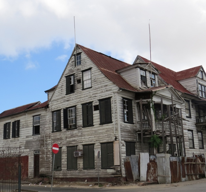 dilapidated house in paramaribo