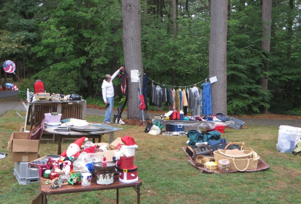 yardsale_browsing