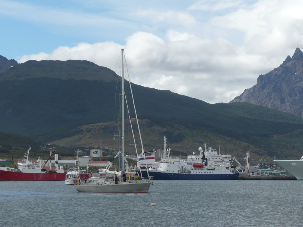Bringing Sadko to the dock in Ushuaia