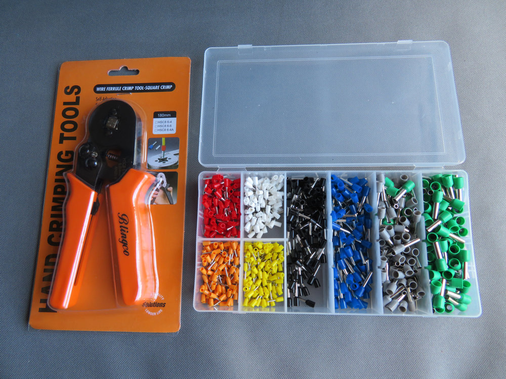 Crimping tool and assortment of ferrules
