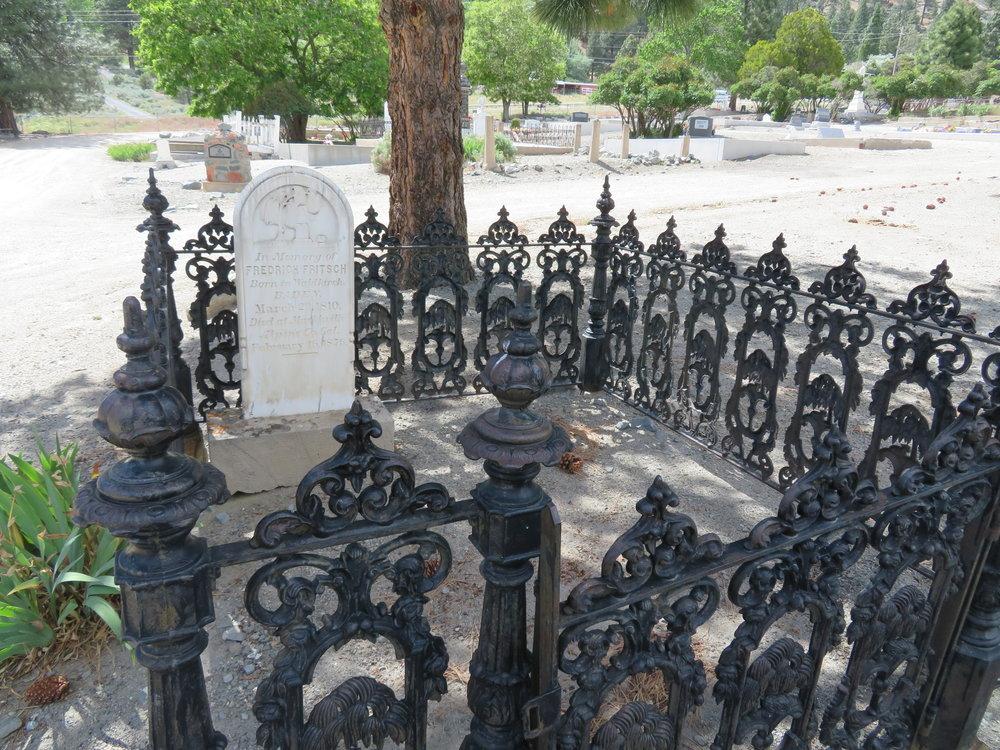 mormon-gated gravestone.JPG