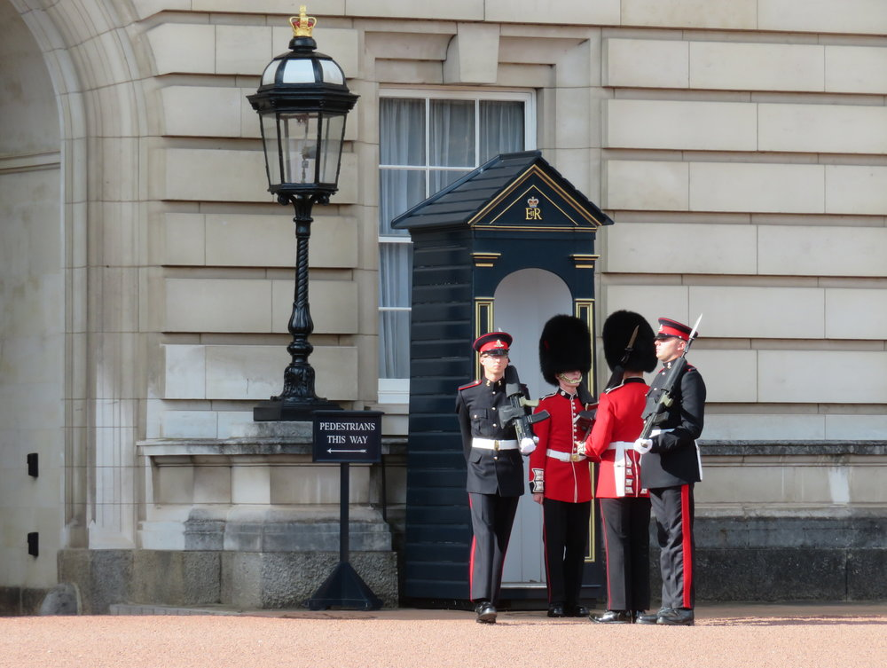 london1-changing guard1.JPG