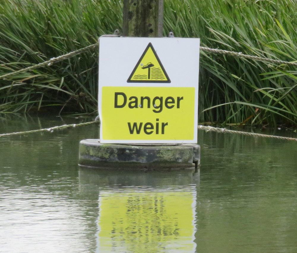 Is there supposed to be a 'd' on the end of the word? Should we have been worried? Nah, just a warning to boaters to watch for the fish trap.
