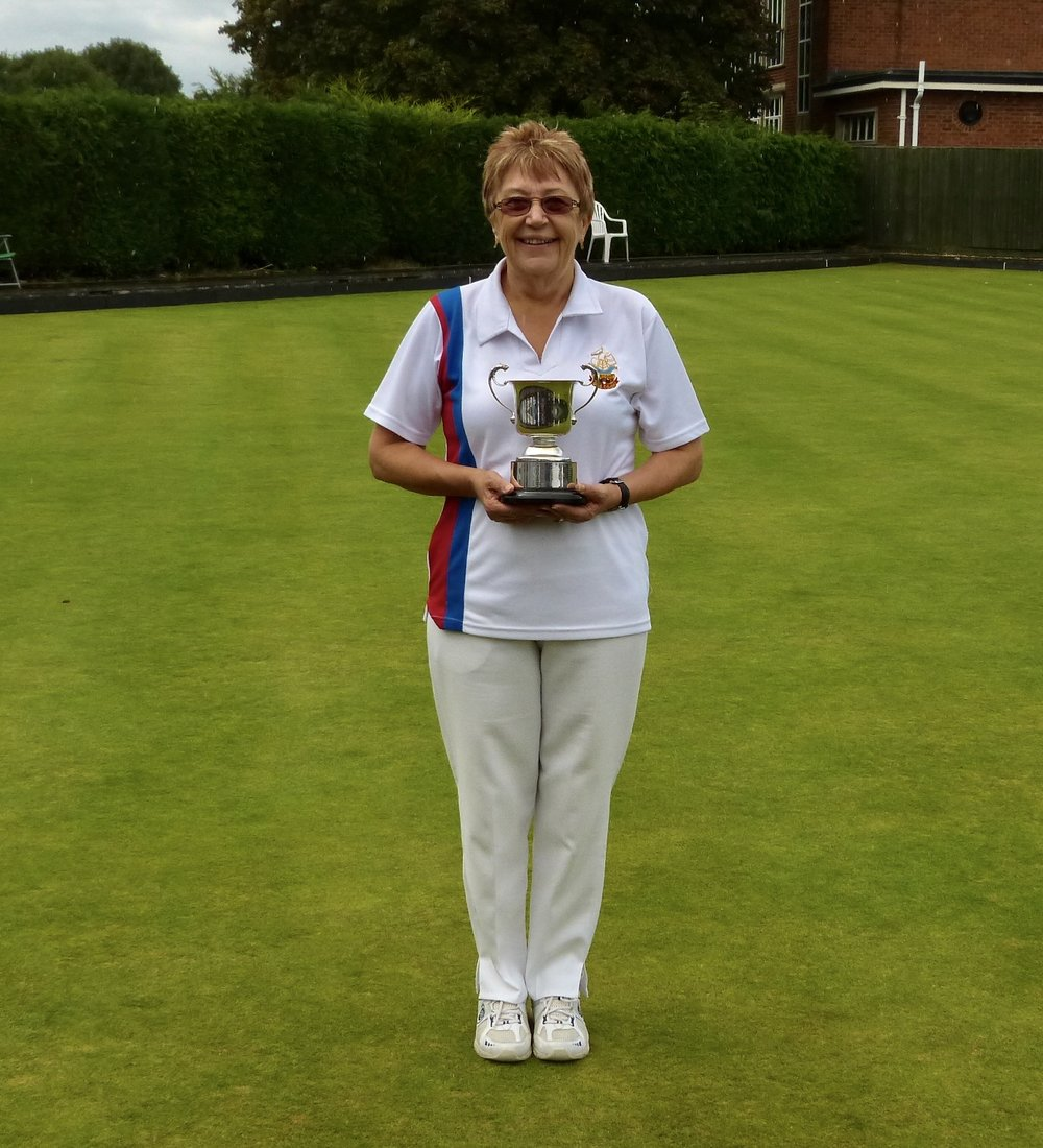 LADES 2 WOOD   Winner - Hazel Hembling  Runner Up - Margaret Young
