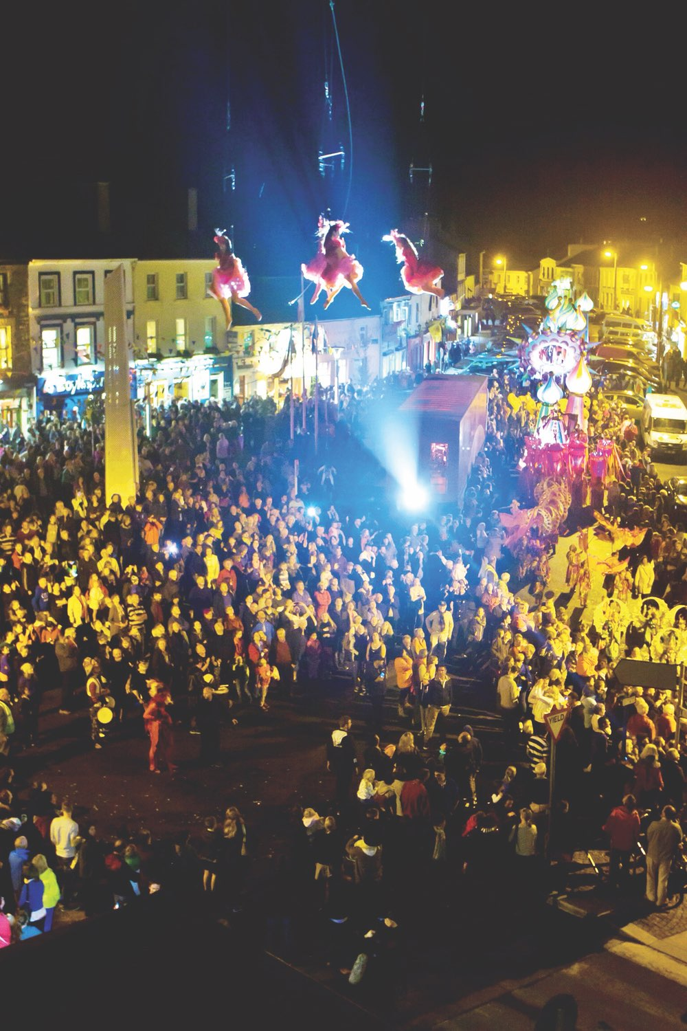 Clifden Arts Festival, Grand Parade is choreographed by LUXe Processional Spectacle and Landscape Theatre and the wonderful Fidget Feet Aerial Dance Theatre.