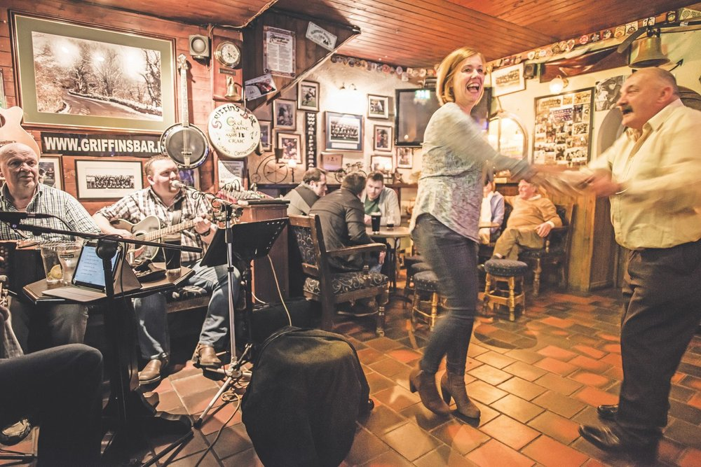 Dancing to live music in Irish pub