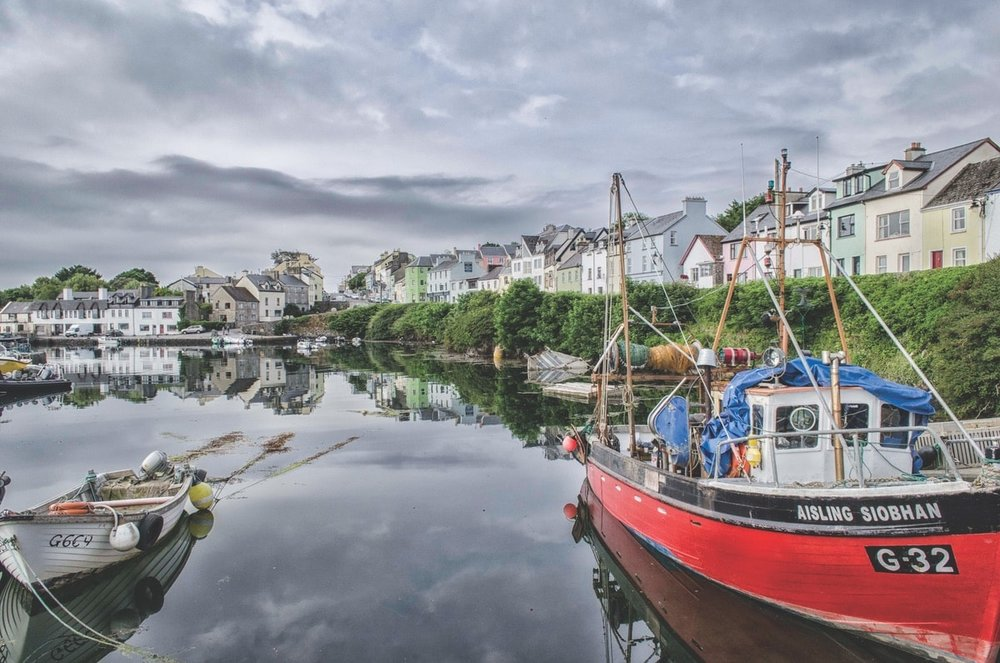 Roundstone Harbour – Photo by Ruurd Corpel