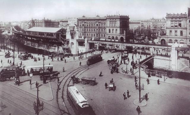 Hallesches Tor railway station under construction, Berlin, 1901, photo: Waldemar Titzenthaler