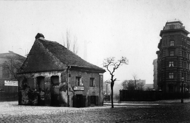 The square Schlesisches Tor in 1880′s Kreuzberg, Berlin. Later, the subway station Schlesisches Tor would be built at this place, photo: Friedrich Albert Schwartz
