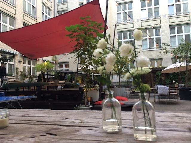 @Momono Michelberger Hotel 中庭・こちらで食事、ドリンクが楽しめます。
