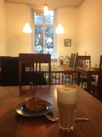 アップルブレッドとカフェオーレ