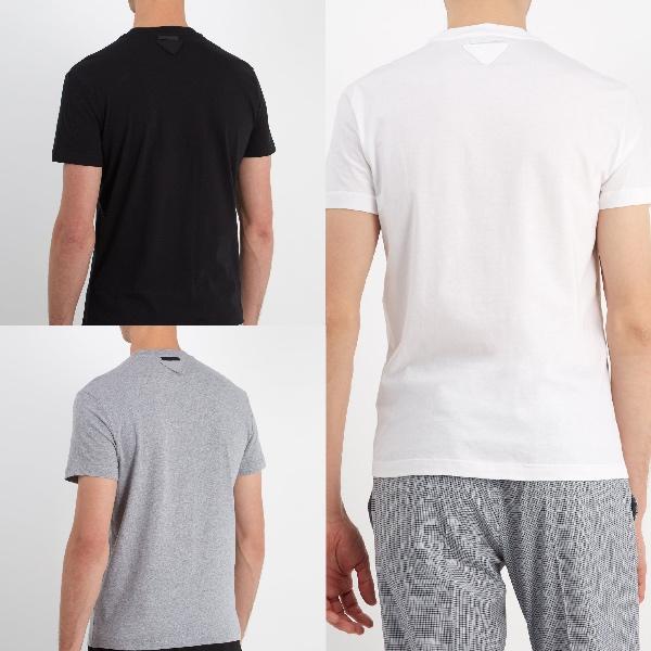 プラダ・アップリケパックTシャツ( €180 )  Photo:  Matchesfashion.com