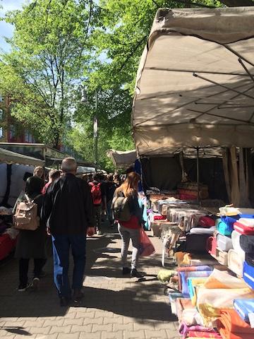 Momono 金曜と火曜日は外でトルコマーケット・市場が開催されます。