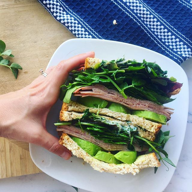 When I make a sandwich, I make a SANDWICH 💚 One thing I luv about my CSA membership is that I am able to enjoy amazing varieties that you cannot find at a grocery store. Stuffed between these two slices of bread are brassica mix microgreens, sweet pea shots, gourmet blend lettuce mix, crisp leaves of spinach... oh, and I added slices of honey ham and chunks of avocado because... well, everything's better with avocado and I have a total green theme going here 😘🥑 The pea shoots are so unique in flavor and the microgreens pack a crisp bite. Now I just have to figure out how to eat without making a total mess 🤦‍♀️ Happy Friday, guys!! . . . . . #realfood #knowyourfarmer #cbuseats #eatyourgreens #food4thought #eatgoodfeelgood #droolclub #nutritiousanddelicious #tastespotting #todayfood #kitchenbowl #forkfeed #cbusfoodbloggers #asseenincolumbus