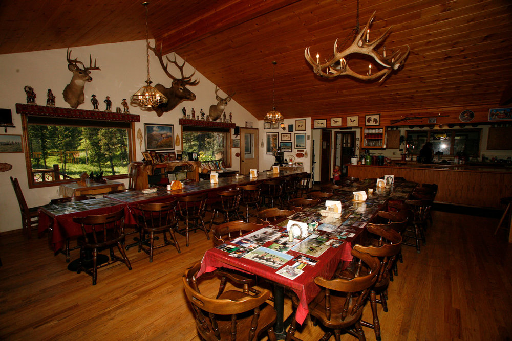 Family-style-dining-at-the-Rich-Ranch.jpg