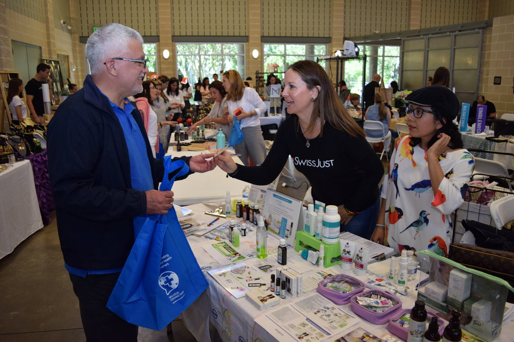 Mother's Day Saludos Bazaar - More than 150 guests and 30 vendors from all over Houston gathered to support communities in Venezuela in honor of mothers. For our second bazaar, we had both many old and new faces!