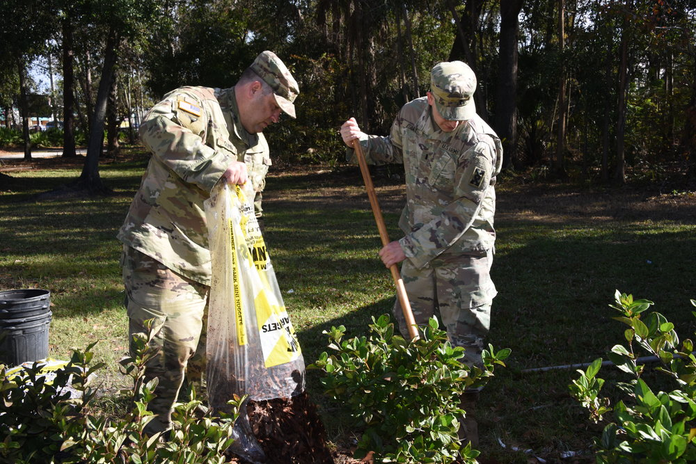 Volunteers from the US Army 143rd Sustainment Command, photo courtesy of the City of Orlando