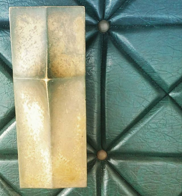 Asian culture loves geometric patterns. Here it's been used on a door handle and door. So stylish. . . . . . . #geometric  #interiordesign  #designpatterns  #vietnam #independencepalace