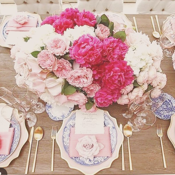 • Beautiful Tablescape •  #eventinspo #tabletassels #hydrangeas #collaborate #weddingdecor
