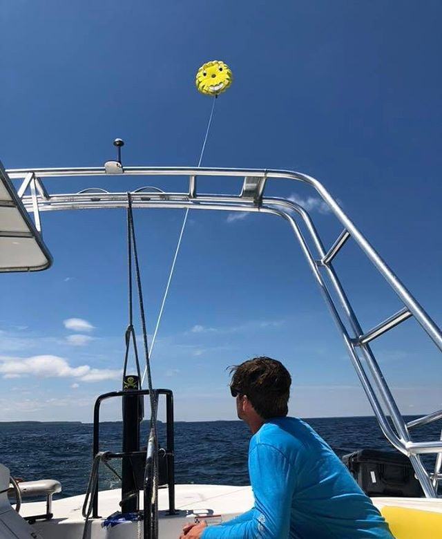 Giveaway!! 2 Tickets to go Parasailing with us!  To be eligible, comment who you want to bring with you on this post. We announce the winner Wednesday morning! . . . . . #parasailing #parasail #parasailingtime #parasailingfun #parasailingadventures #vacationfun #vacation #fun #adventure #parasailingboat #funthingstodo #watersports #watersportsfun #beach #parasailors #doorcounty #sisterbay #sisterbayDoorCo #sisterbaywisconsin #doorcountywisconsin #sisterbaymarina #water #parasailingparadise #parasailingday #photooftheday #familyfun #familyvacation