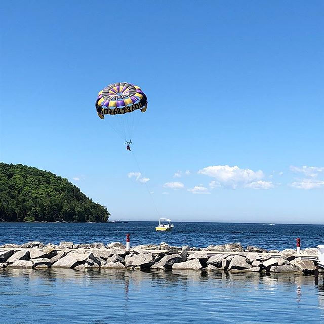 Come parasailing at the Sister Bay Marina!! Call (920) 854-0199 to schedule today😊