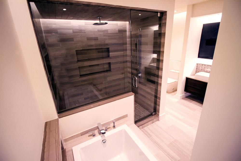 725 Chestnut Street | Typical Master Bath