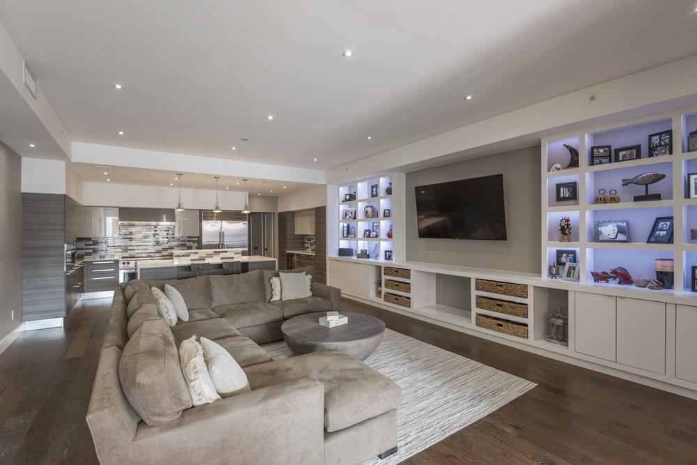 233 Chestnut Street | Penthouse Living Room & Kitchen