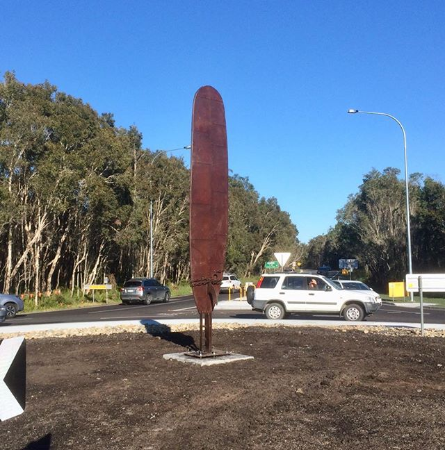 The Rusty Plank has a new home at the Ross Lane Roundabout in Lennox Head #sculpture#surfing#malibu#ironwork#lennoxhead#surfboard#corten#rust#pottsart#ironart
