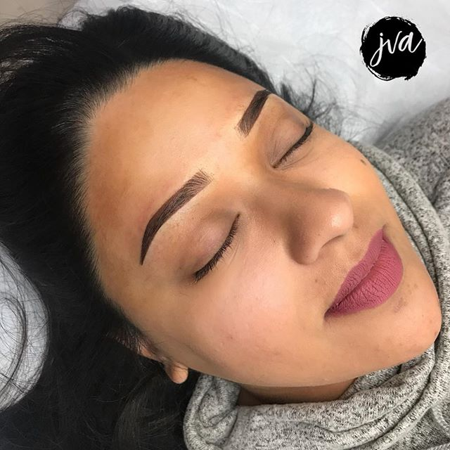 ✨ Beautiful brows make for a beautiful Saturday! ☀️ 😸 . . . ▪️$350 Powdered Ombré (new brows only) ▪️Additional $50 for coverups/corrections ▪️Brows will last 1-2 years depending on lifestyle ▪️NOT painful! Topical numbing is used ▪️Suitable for anyone who wants a natural look - ideal for all skin types! (dry, combination, oily) ✖️visit jvartistry.com for bookings | text or email for consultations  _______________________________________ $50 nonrefundable deposit is required to secure booking —————————————————