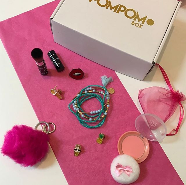 Check out our cute gift boxes for tweens and teens. There is sure to be something for everyone 🎁 . . #giftbox #tweengift #pompombox #makeup #jewellery #postageincluded