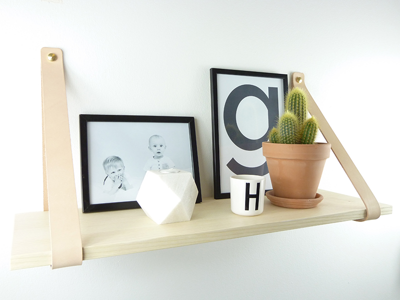 Shelf with natural leather from Hugo Design  Askhylla med naturläder från Hugo Design
