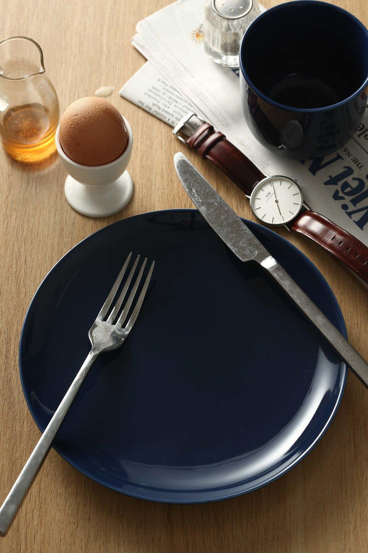 1. Tôi setup layout tạm thời như hình trong lúc đợi food stylist chuẩn bị trứng ốp!