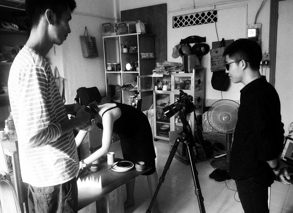 Một bức hình hậu trường thú vị một buổi shooting hiếm hoi giữa tôi,  meothuyduong  và anh Yu tại Đại bản doanh của Bếp Thực Dưỡng.