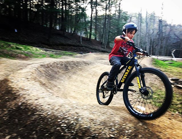 Quinner the Pinner #newbikeday. Needs to grow into it a little, but he ain't sceared. #mulberrygap #cohuttatraildesign #trailbuilding #pumptrack #kidsdigit #quinnerthepinner