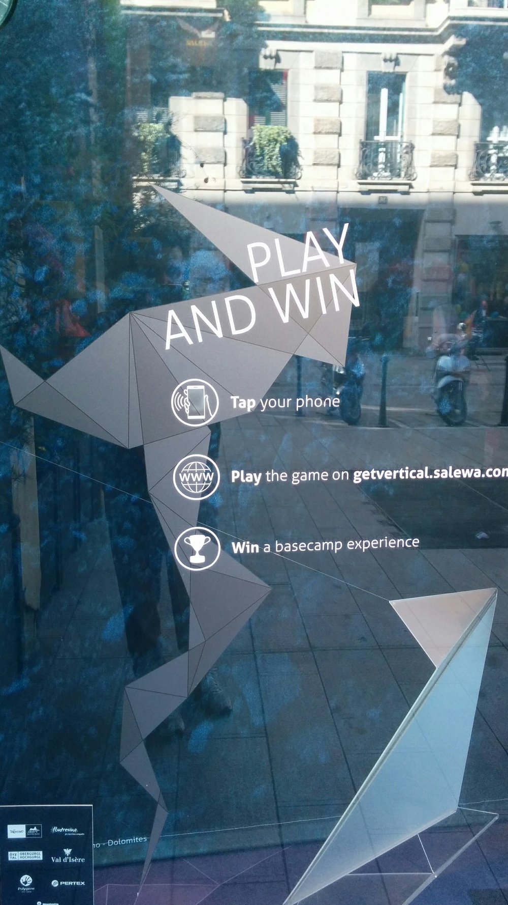 Interactive shopping window - SALEWA