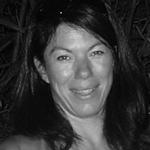 De opleidingen die ik volgde bij Anja, werden een bron van inspiratie in mijn zoektocht naar meer authenticiteit in mijn communicatie met mensen, dankzij meer bewustzijn en empathie. Sleutelmomenten dus. Ze reikte me al heel veel boeken aan die mijlpalen werden in mijn leven. Interessante dame dus om in je onderneming mee aan de slag te gaan. - Nancy Vervaeck