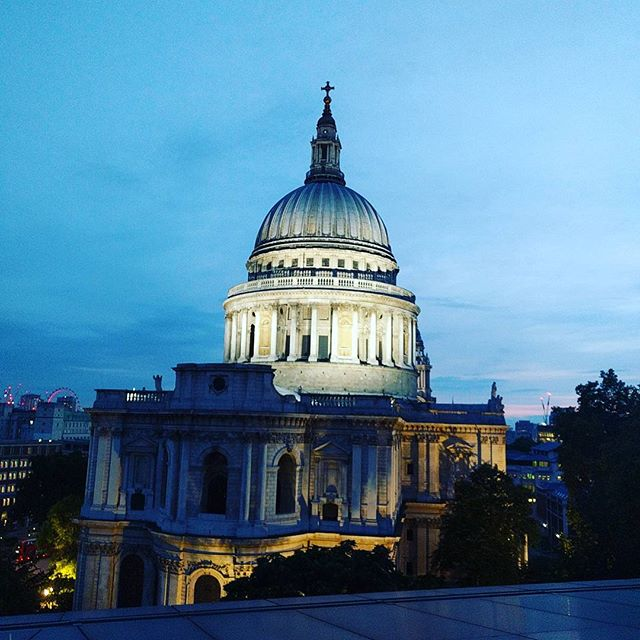 Showed a few friends around town this week to week, and St Paul's at sunset is definitely a highlight! Sorry I've been a bit MIA lately, busier with work, life and week 3 of teacher training Mindfulness for Health with Breathworks! More insta and blog posts coming soon, I promise! Hope everyone had a great weekend 😊