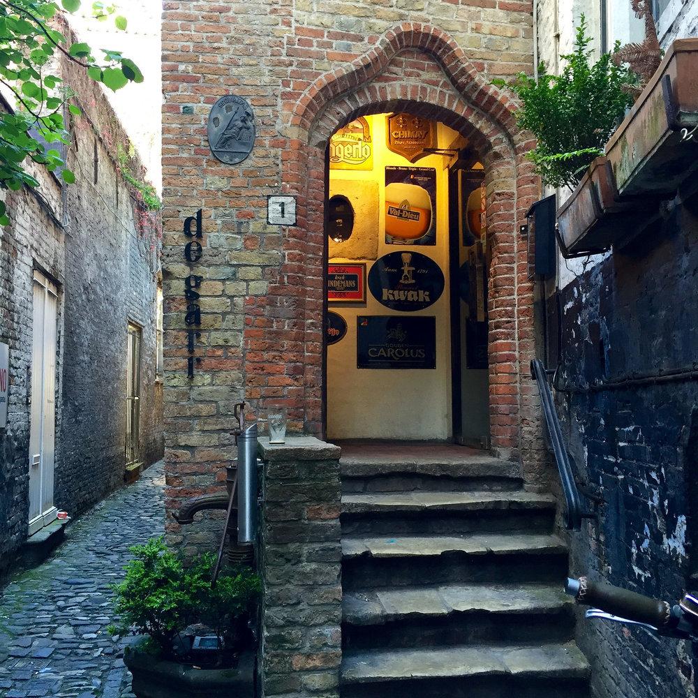 Entrance to De Garre.jpg