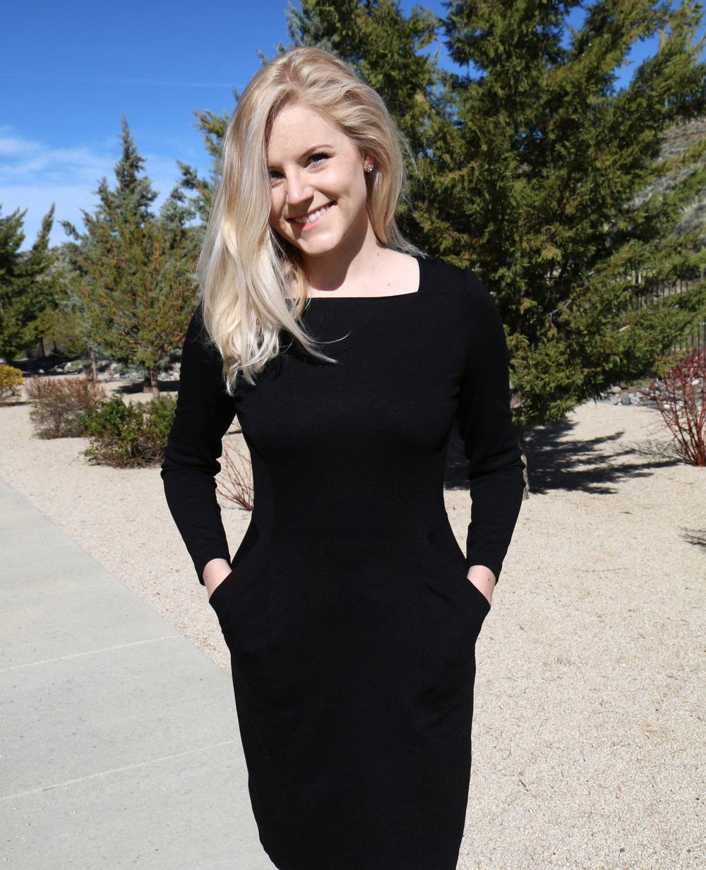 Lifestyle + travel blogger Bri Sul in a gorgeous Brooks Brothers little black dress.