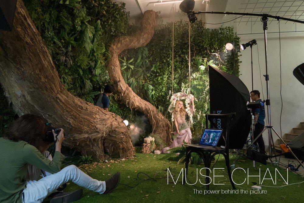 上圖:每一張照片都經過了Muse 的精心光線佈置,每件不同的塑光工具和距離都非常講究。這就是攝影師的心血結晶品吧。