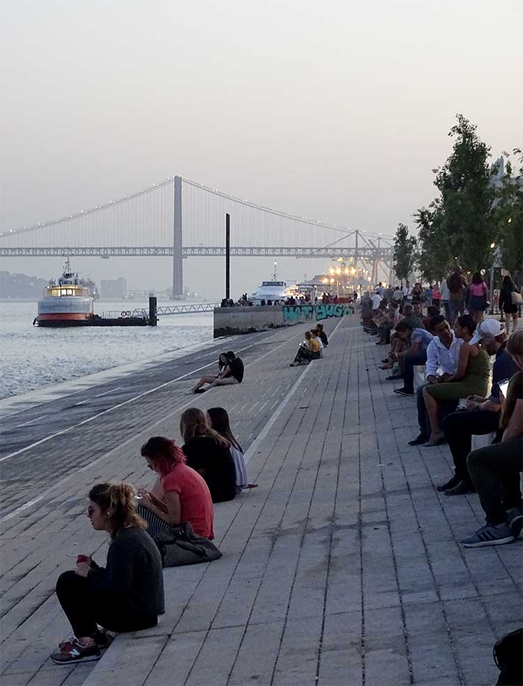 Lisbon's Rio Tejo river beach comes to life at sunset © Carra Santos