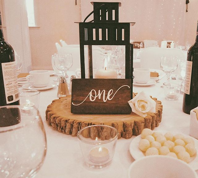 This past weekend was awesome. Thank you to Rosalie & Andrew for giving me so much freedom and allowing me to experiment with so many new things - you guys rule!!! I can't wait to see all the photos @markusstaleyphotography took 📸🎉 Here's one I snapped of the simple centre piece set up. I also spy the Mr. & Mrs. signs on the head table 😍 . . #grainandhue #weddingrentals #hamont #weddingdecor #centrepieces #tablenumbers #woodsigns #tryingnewthings #weddingday