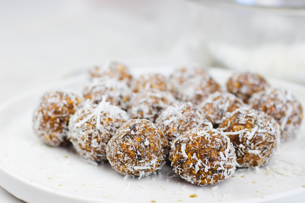 apricot and cashew raw balls