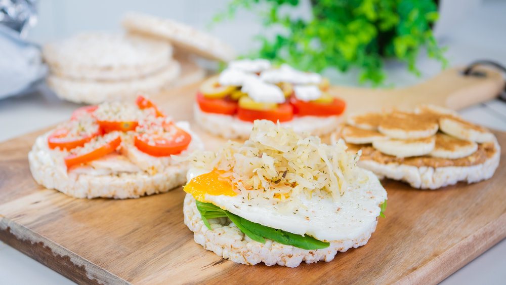 Rice Crackers with Healthy Toppings