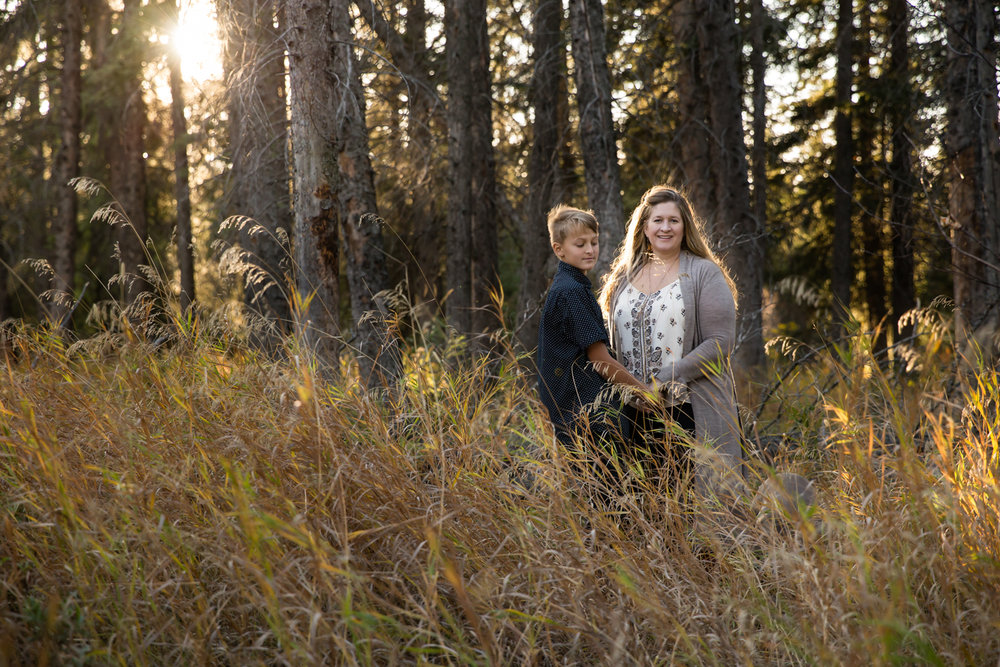 griffith woods, calgary family photographer, golden hour, field, boy and mom