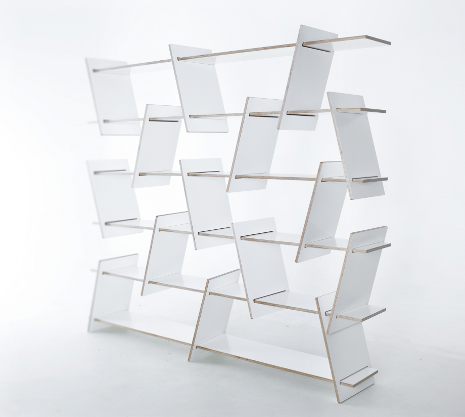 Italic Shelf in white finish by Nowymodel.org