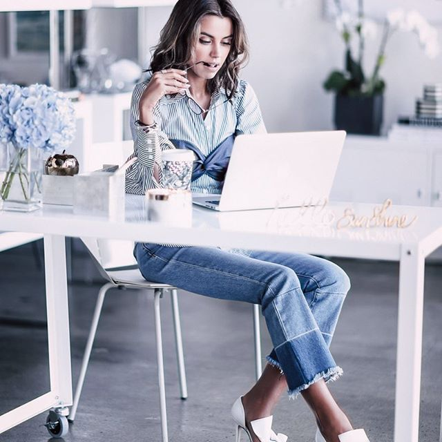 """""""Millennials want to consume their media in bite-sized, digestible formats. And more than anything, they want to connect with who's telling the story."""" - Sara Nachlis @girlboss 🙌💫 - Image via @vivaluxuryblog"""